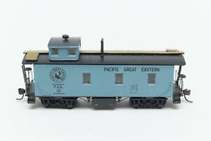 HO-BUILT-CUSTOM-ROUNDHOUSE-MDC-OLD-TIME-WOOD-CABOOSE-PGE-PACIFIC-GREAT-EASTERN