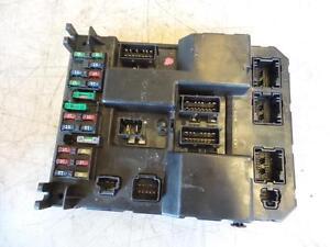 peugeot 307 fuse box under dash 2ltr petrol 9651196880a t5 12 01 rh ebay com au peugeot 307 fuse box layout 2003 peugeot 307 fuse box layout 2002