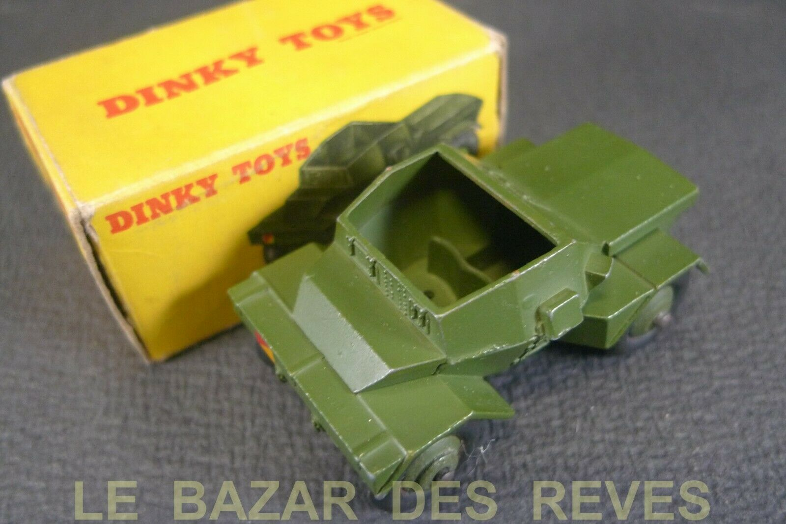 DINKY TOYS GB. SCOUT CAR. + boite   REF. 673. (lot2)