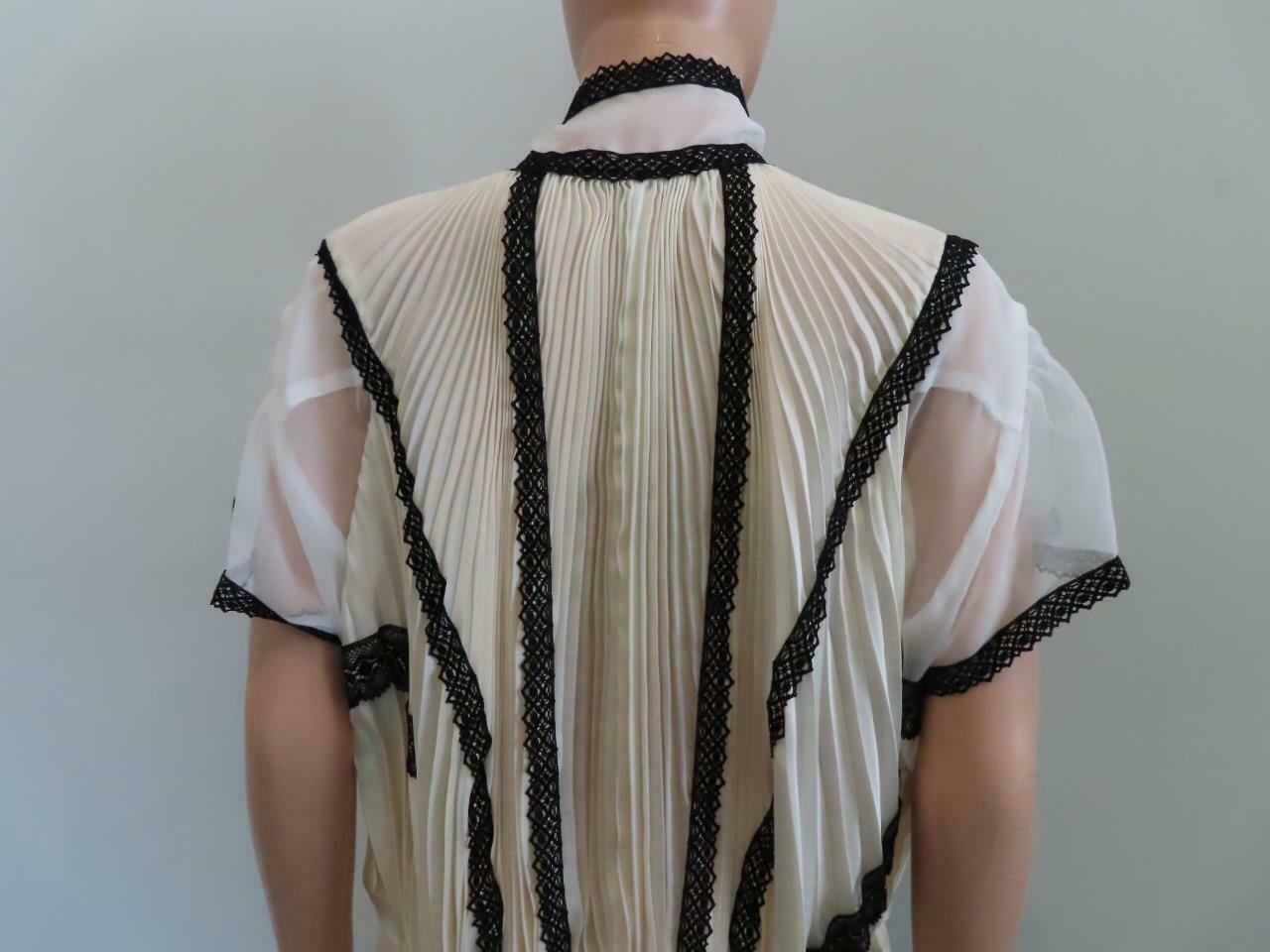 Sacai Ivory/Black Lace Pleated Front Button Short… - image 9