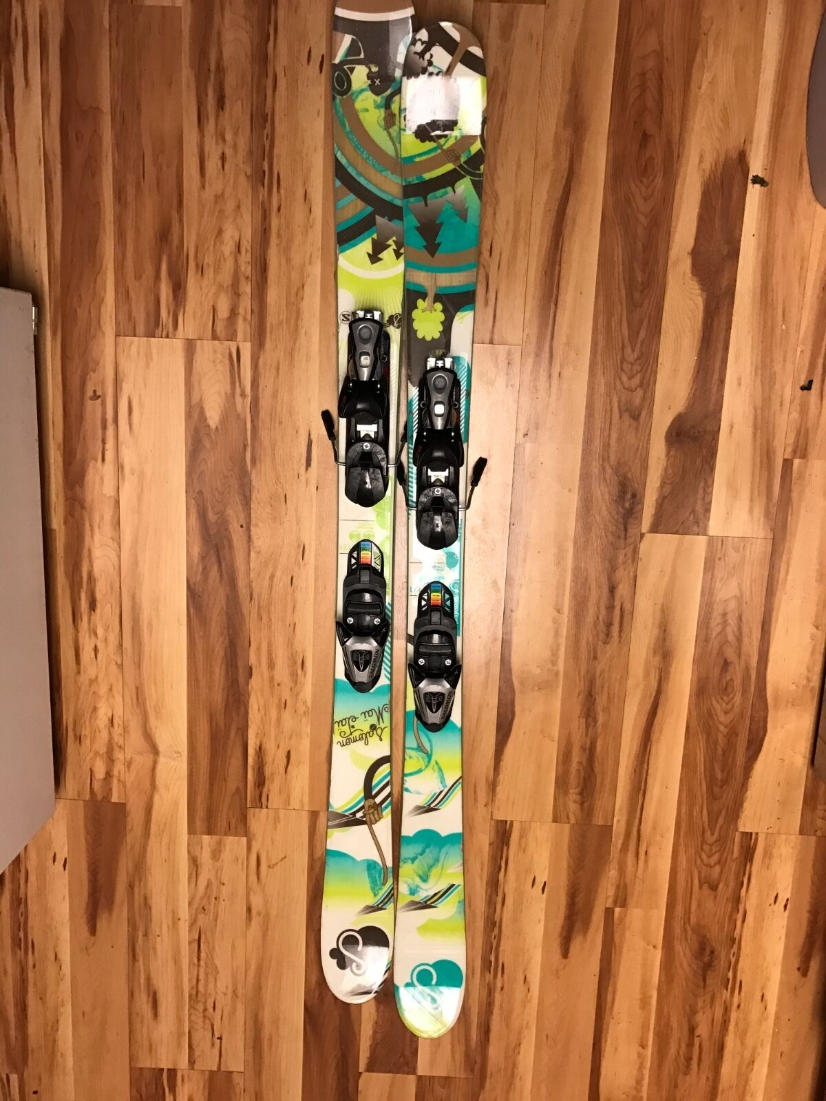Womens salomon mai tai skis with  bindings 151cm they are twin-tip freestyles.  support wholesale retail