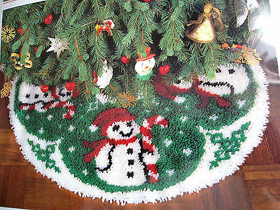 "Wonder Art Christmas Holiday TREE SKIRT Latch Hook Rug Kit,SNOWMAN,Size 33"",4590"