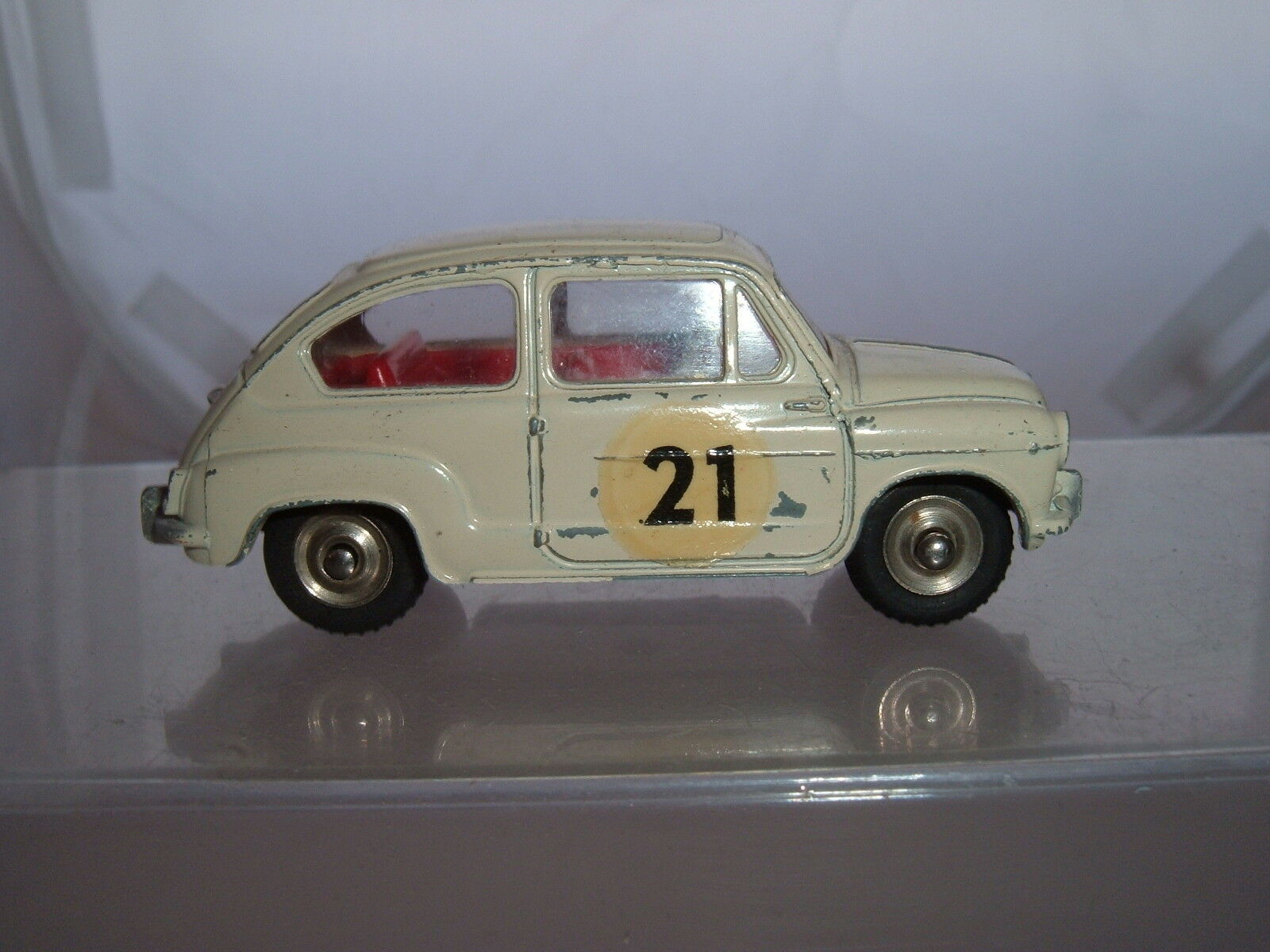 DINKY TOYS TOYS TOYS FRANCE FIAT 600 RALLYE CAR PAINT OFF DRIVERS DOOR SEE THE PICTURES f09c80