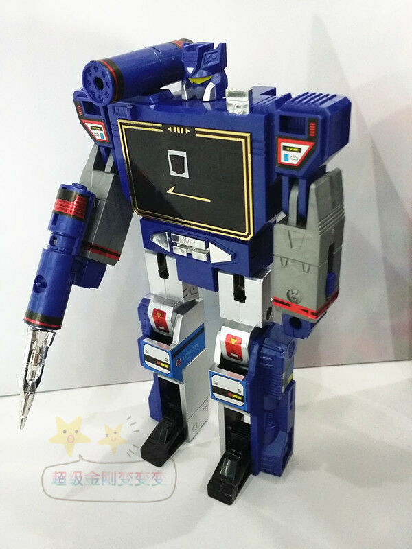 Transformers toys G1 Soundwave reissue brand new with a random cassette Gift