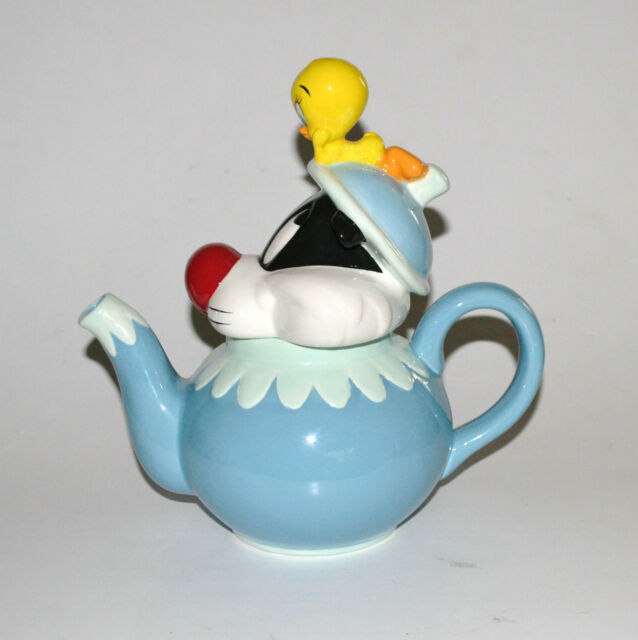 Warner Brothers Ceramic Sylvester and Tweety Bird Teapot 1997