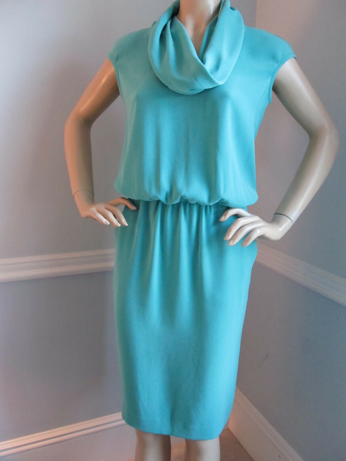 BRAND NEW JUST IN ST JOHN KNIT SIZE  2 GREEN  JADE CREPE DRESS