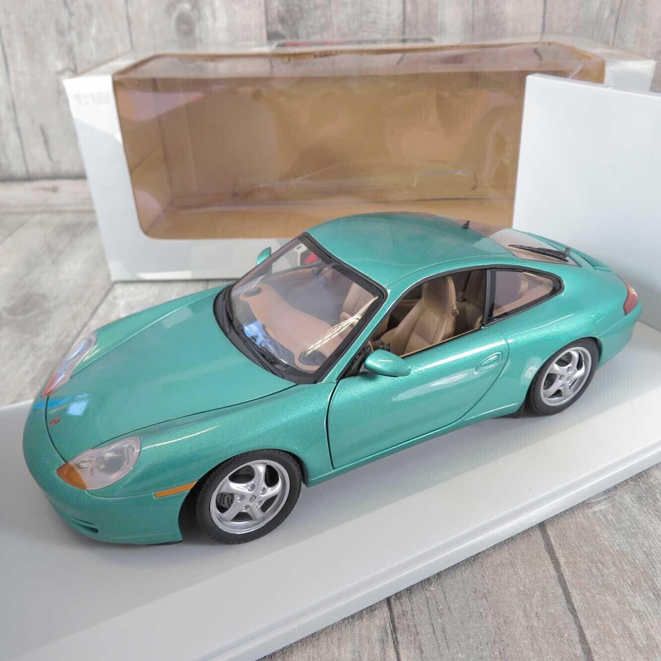 UT MODELS - 1 18 -  Porsche voiturerera - OVP- A26790  qualité pas cher et top
