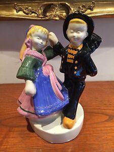 Superbe-couple-de-danseurs-bretons-faience-ancienne-QUIMPER-HB-BEL-DELECOURT