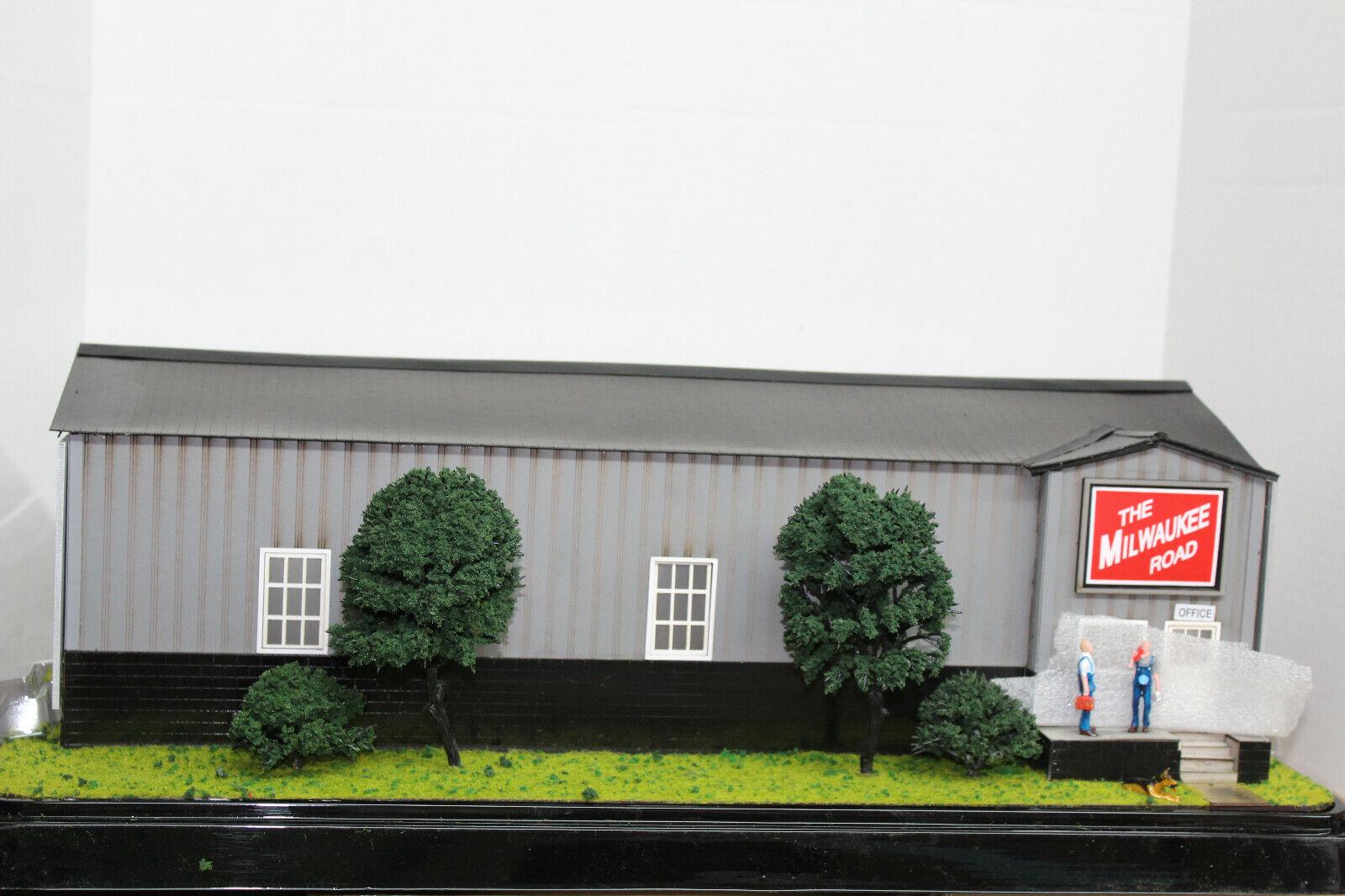 MENARDS O SCALE MILWAUKEE  ROAD ENGINE HOUSE