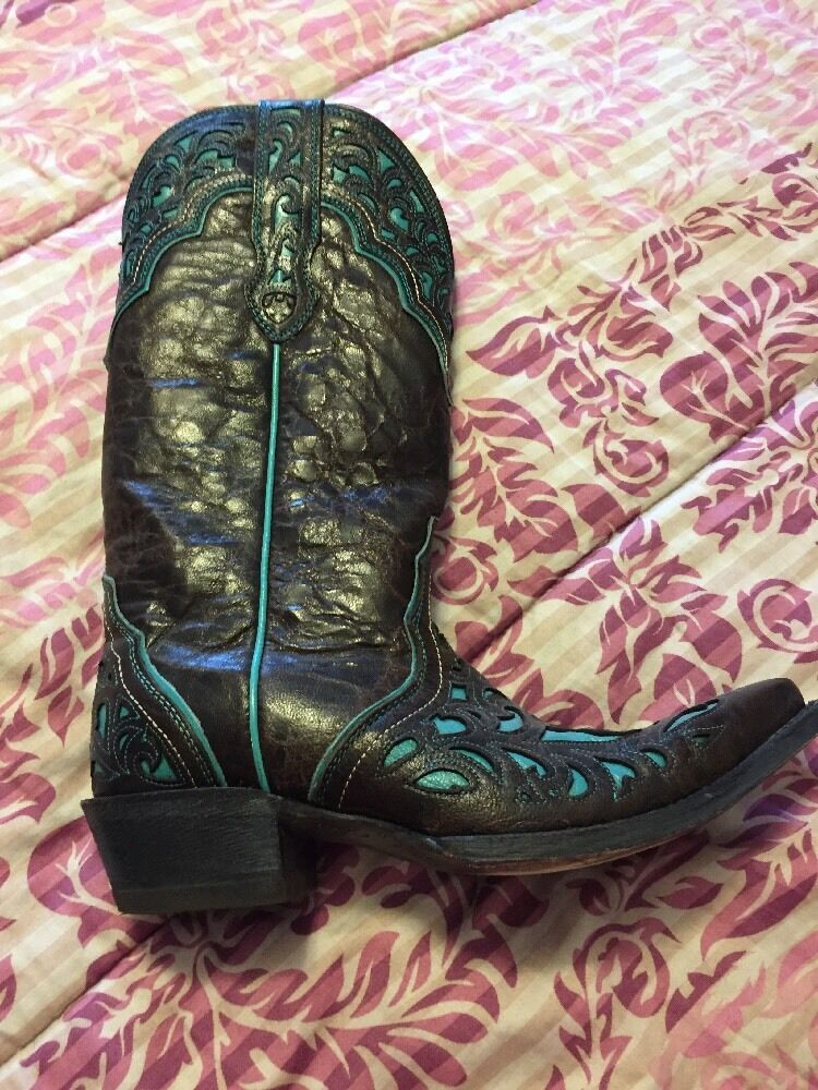 Ariat Women's Cowgirl Boots. Size 8B (Worn Twice - Slightly Used)