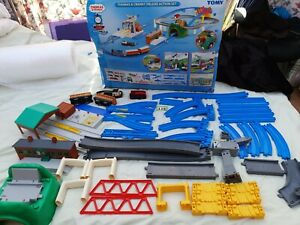 TOMY-Thomas-amp-Cranky-Deluxe-Action-Set-CARRIAGES-Boxed