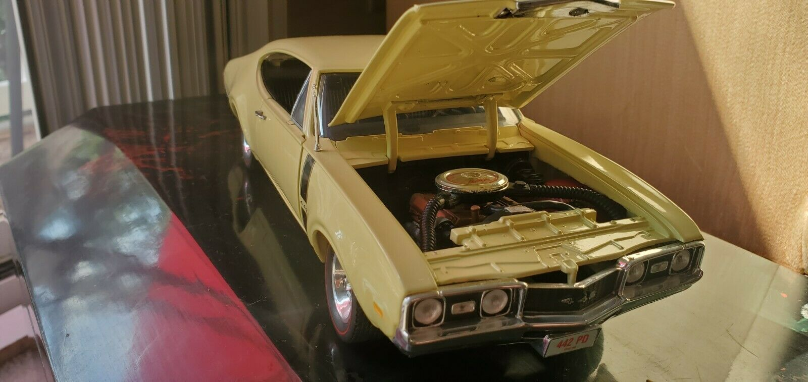 Ertl American Muscle 1968 Olds 4 4 2 Yellow 1 18 Die Cast Limited