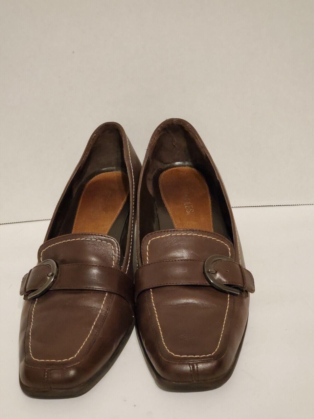 Aerosoles women's size9.5 dress shoes with 2 inch heels.