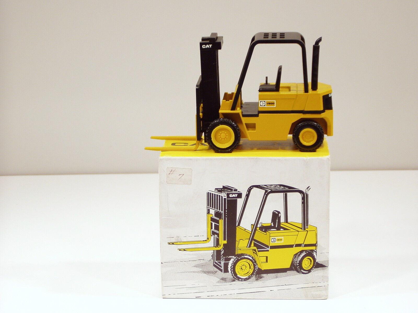 Caterpillar chariot élévateur à fourche V50D-O c - 1 25 - NZG  309 - Comme neuf IN BOX