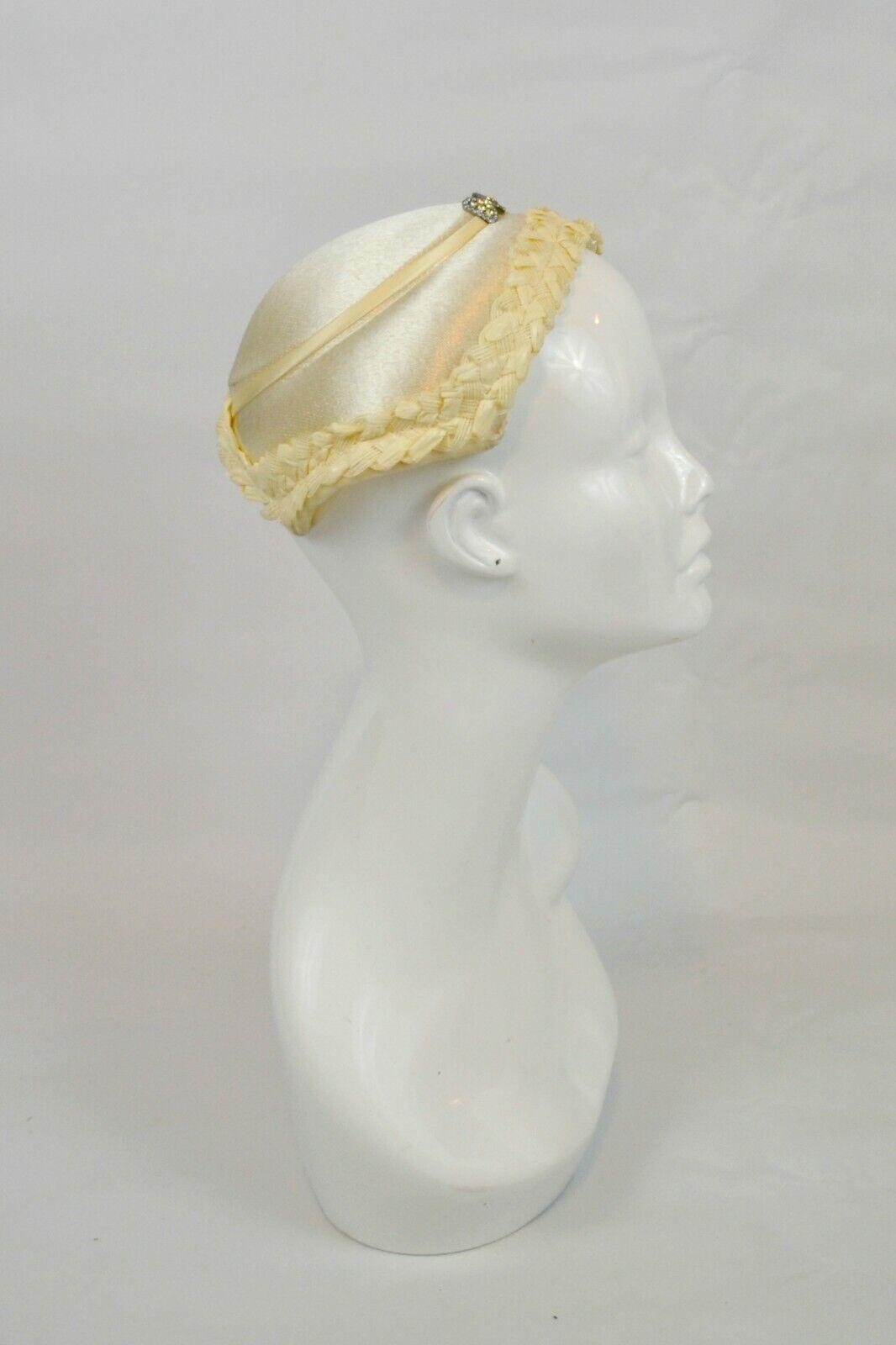 1950s Ivory Wedding Fascinator Hat with Bow Rhine… - image 1
