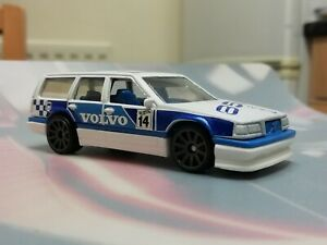 Hot-wheels-VOLVO-850-ESTATE-New-without-package-look-my-other-items-for-sale