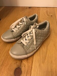 Ladies Girls Guess Shoes Size 4.5