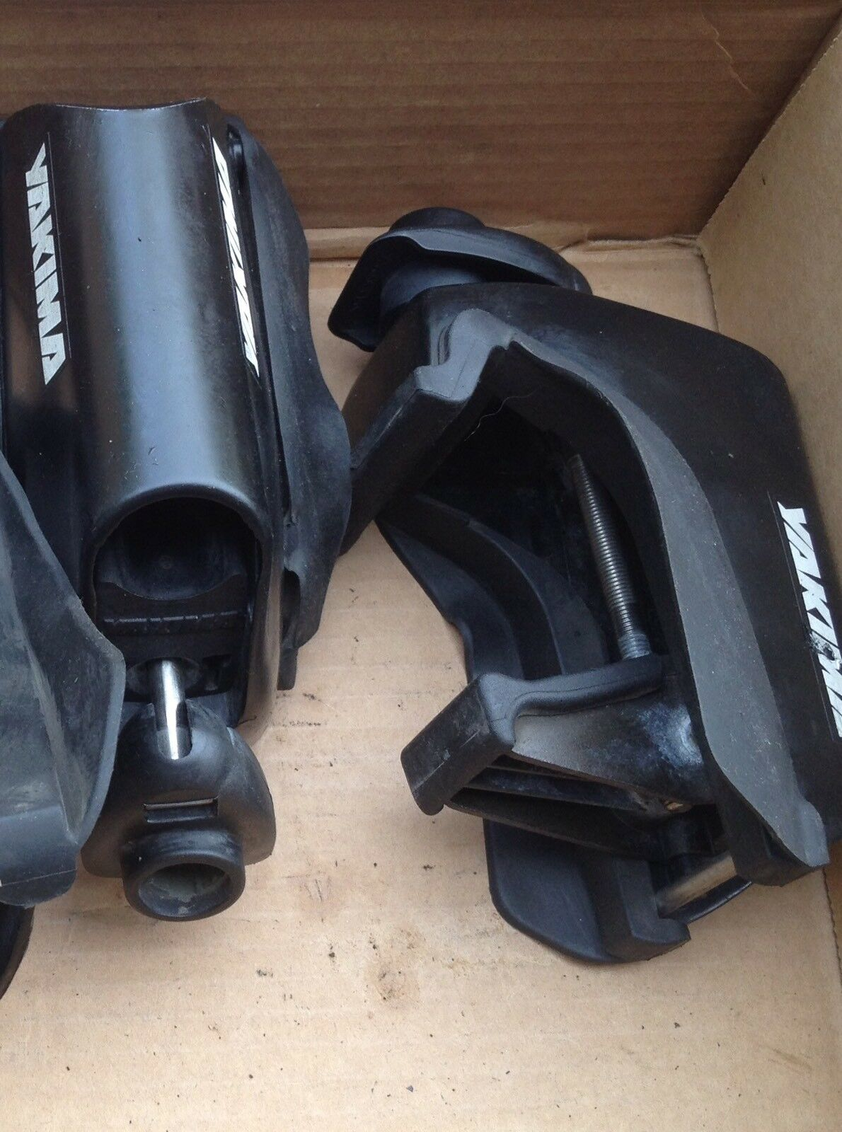 Pair (only 2 towers) Yakima Lowrider Towers Part 00851 Great Condition