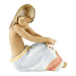 Retired-Lladro-034-Island-Beauty-034-2382-1997-Great-Condition-No-Box