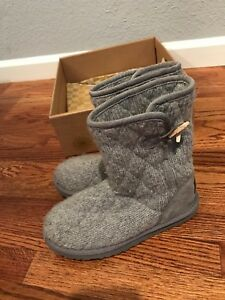Ugg Australia 3176 Sz 6 Mountain Quilted Short Gray Knit