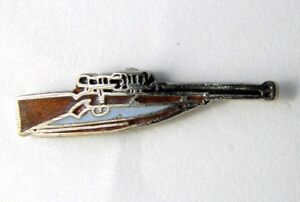 HUNTING-SCOPED-RIFLE-NOVELTY-LAPEL-PIN-3-4-INCH