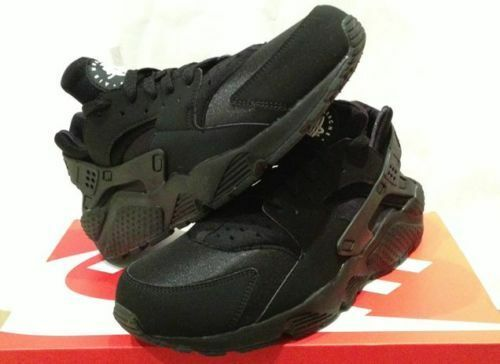 NIKE AIR HUARACHE LE 2015  TRIPLE BLACK    OG LIMITED CREP 2faefc