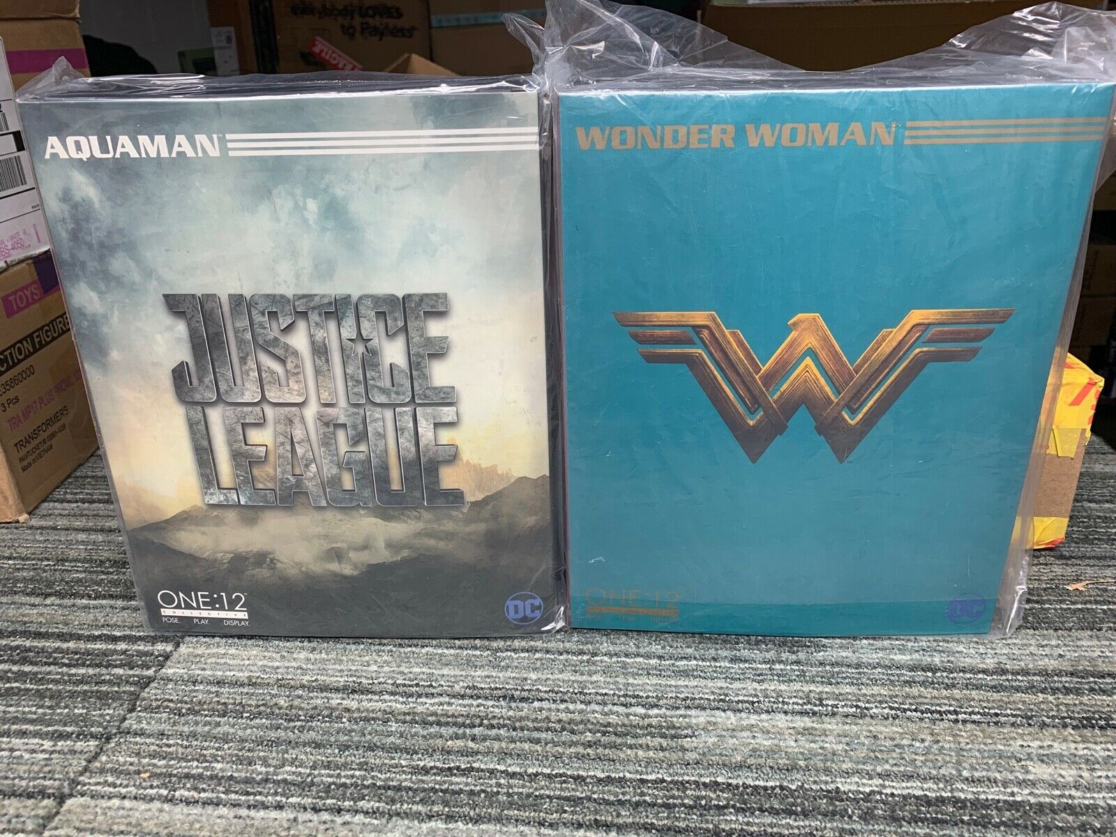 Mezco ONE 12 lot  AQUAuomo e WONDER donna justice league set  negozio all'ingrosso