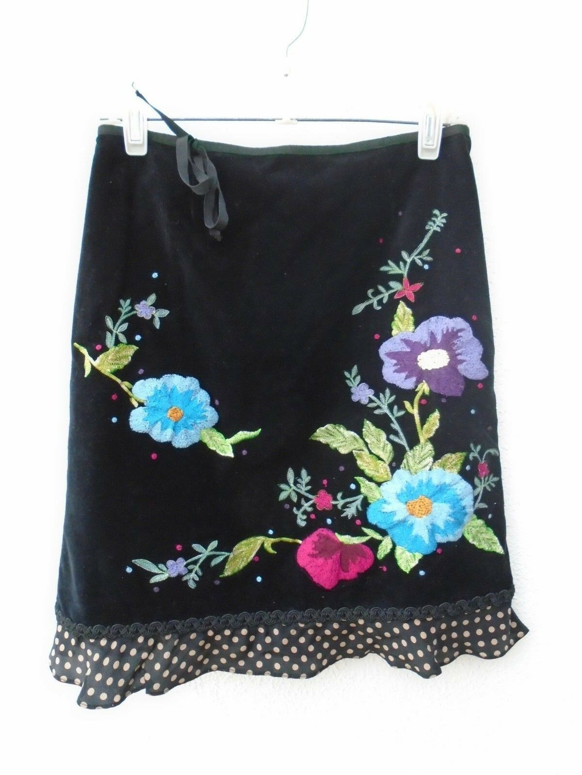 NANETTE LEPORE Beautiful Floral Embroidered Flirty Fun Skirt Size 4