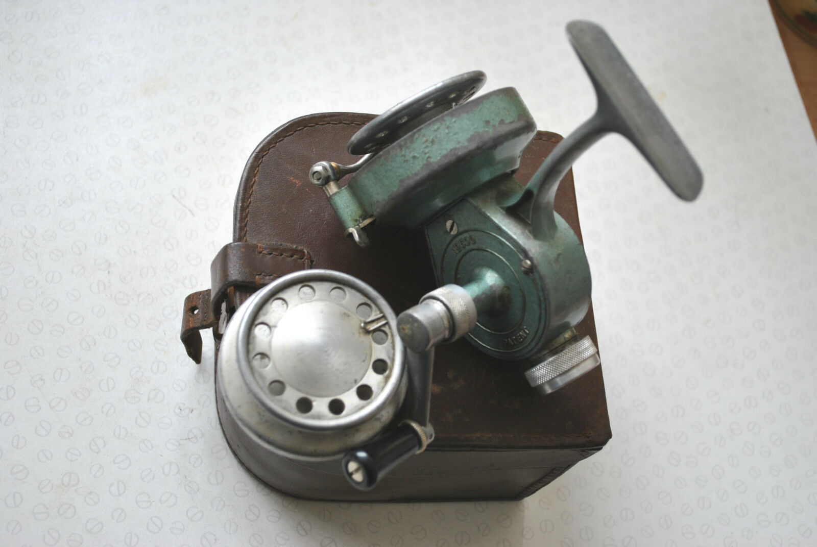 AN X RARE  VINTAGE CASED RECORD 600 SPINNING REEL WITH SPARE SPOOL  outlet online