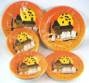 Halloween-Paper-Plates-and-Bowls-Americard-Plastic-Coated-Vintage-made-in-USA