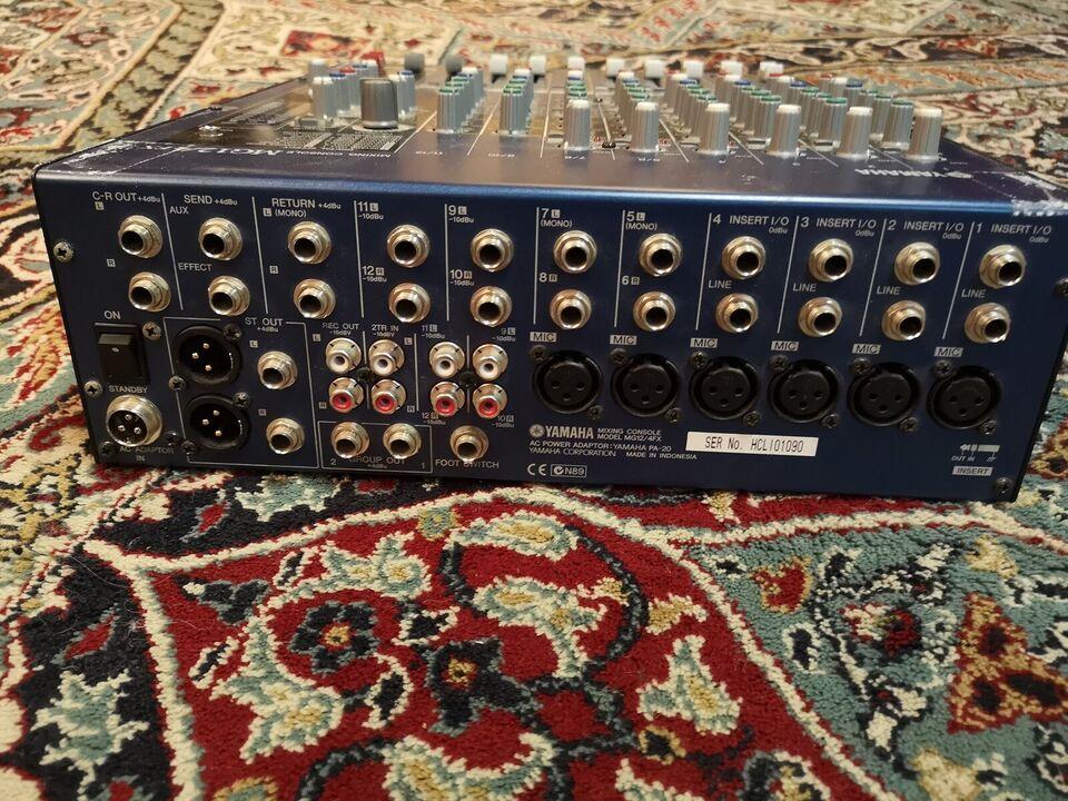 Mixer, Yamaha MG12/4FX