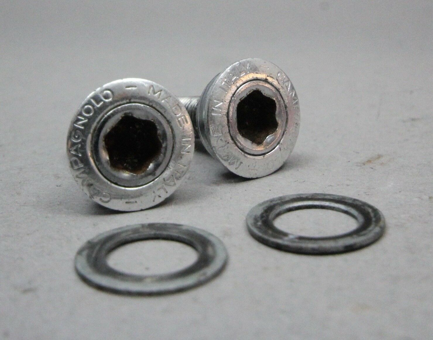 Campagnolo Record Crank Bolt  Pair   Strada Kurbel 1995 9s 10s  free and fast delivery available