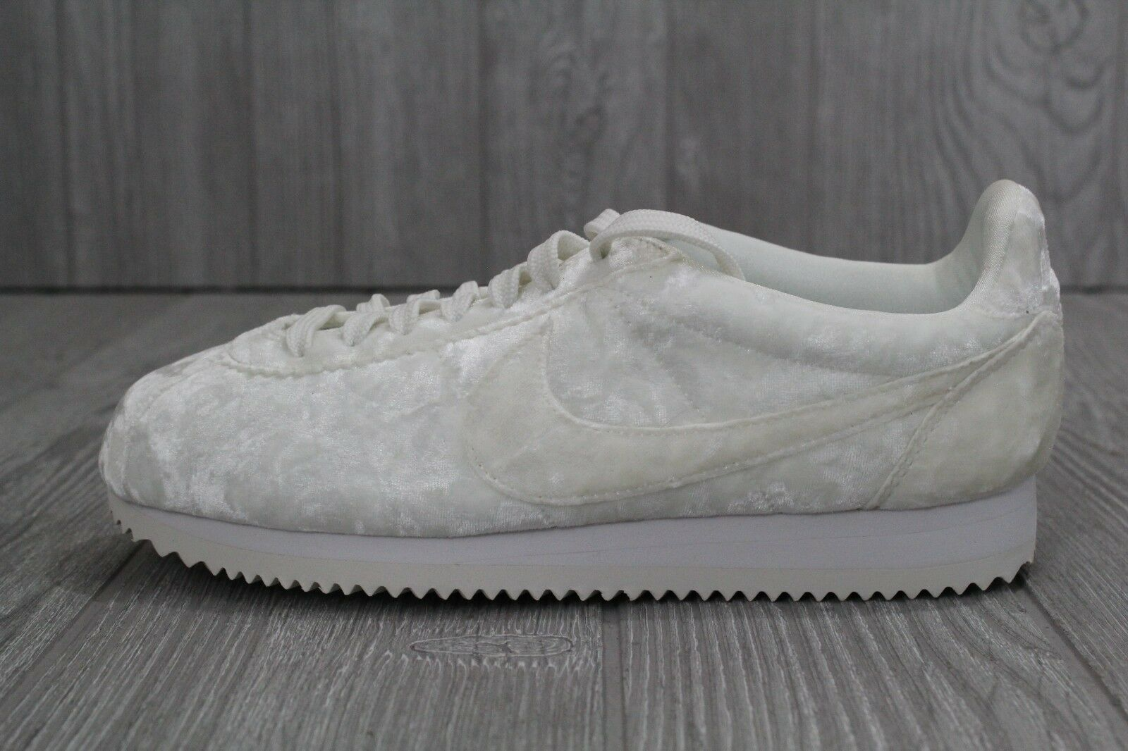 29 New Nike Womens Cortez Classic LX White Crushed Velvet shoes AA3255-100 6.5 9