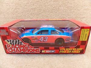 New-1996-Racing-Champions-1-24-NASCAR-Bobby-Hamilton-STP-Grand-Prix-Flawed