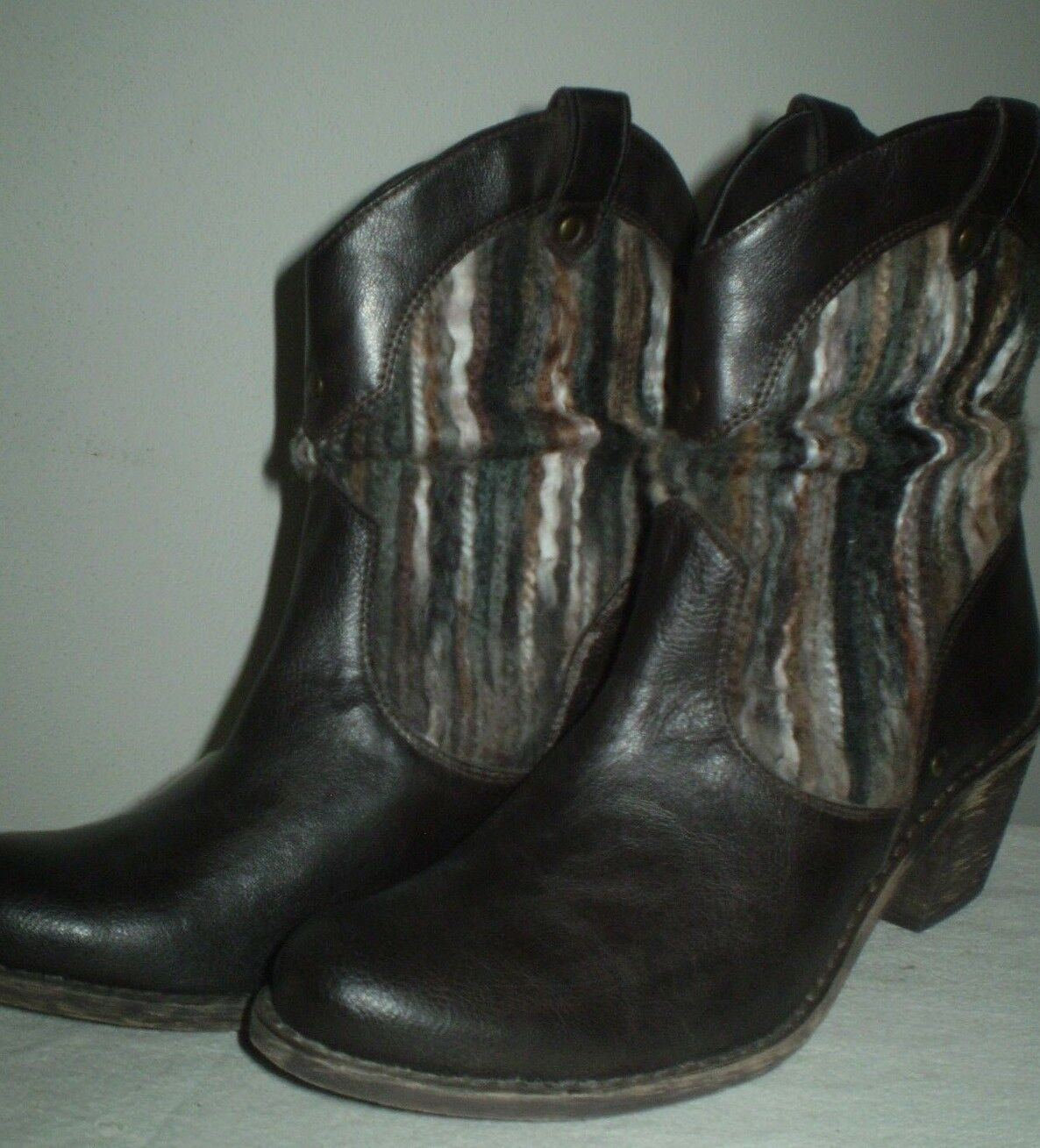 Boc Born braun Western Distress Heels Rustic Accent Shaft Pull On Low Stiefel 8 39