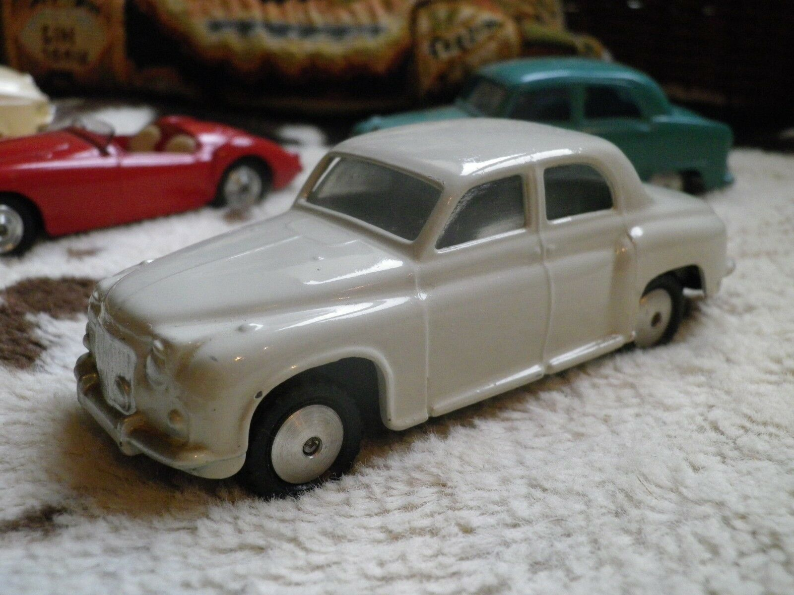 Corgi rover 90 white firing on the very very light grey, like new, without box