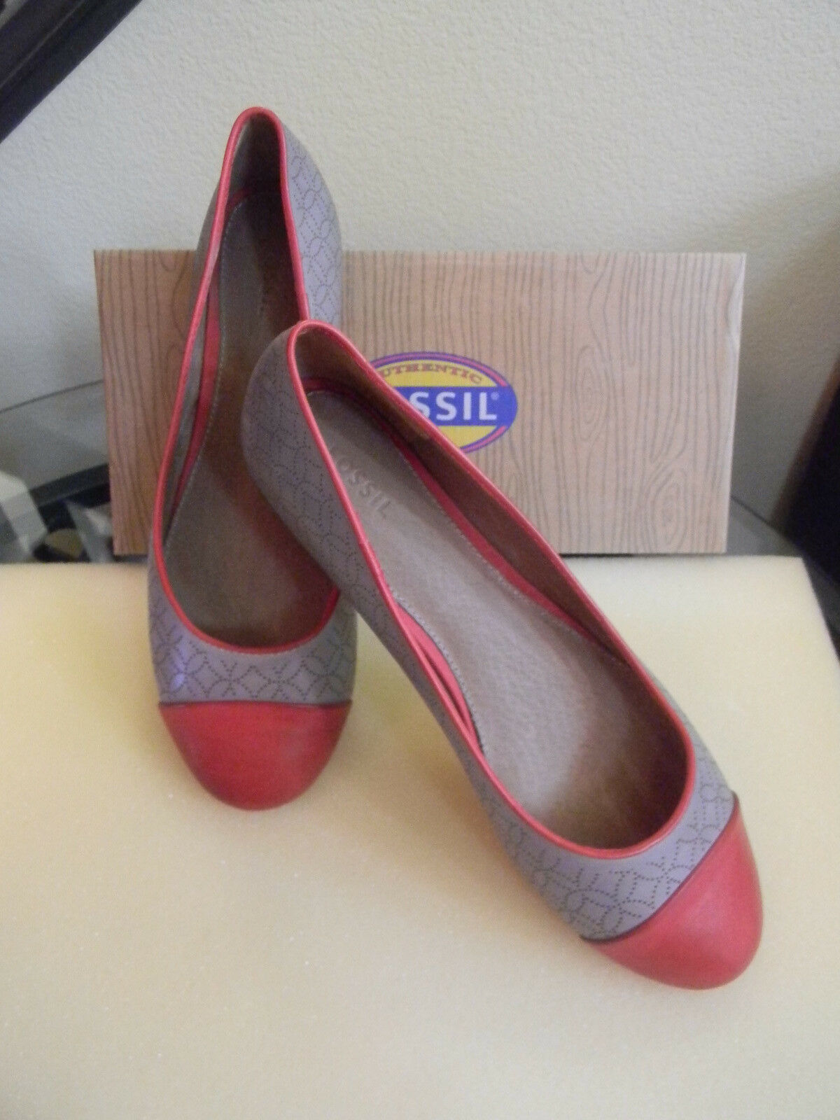 NEW Fossil Woman's Merrill Cap Toe Flat Leder Schuhes Gray & ROT Größe 10