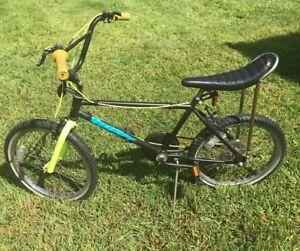 Vintage-Huffy-Five-Speed-Stingray-Banana-Seat-Monkey-Bars-Bike