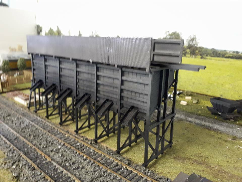 Wooden Coal Bunker Coal stage with metal corrugated sides 32x8cm HO 1 87 scale