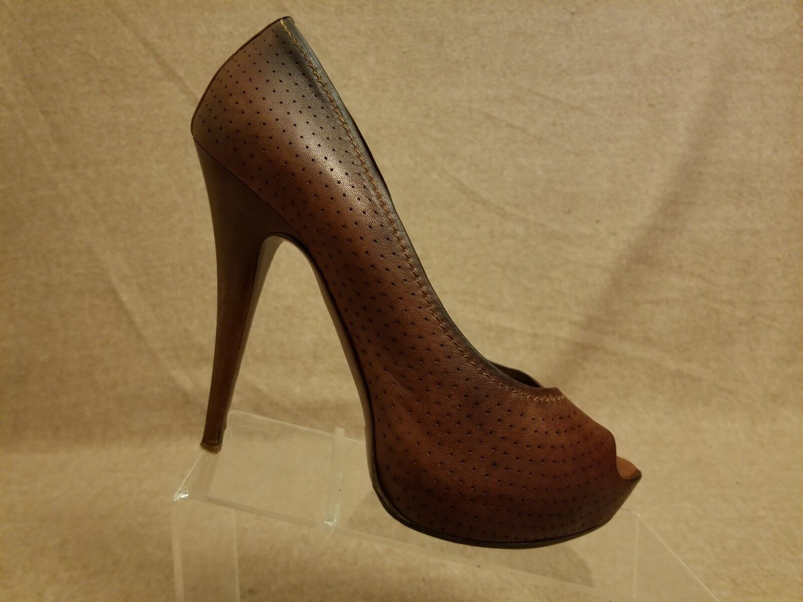 negozio all'ingrosso Miu Miu Donna  Marrone Leather Leather Leather Pumps High Heels Peep Toe Perforated scarpe Dimensione 40  garanzia di credito