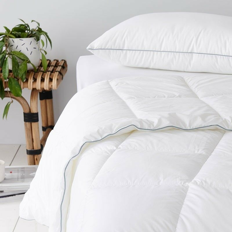 GainsbGoldugh 300GSM Allergy Free Washable All Seasons Doona  Quilt-All Größes