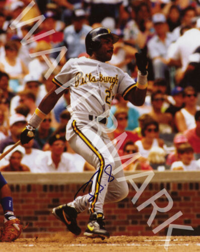 GREAT ACTION IMAGE LOOKS AWESOME FRAMED BARRY BONDS SIGNED 10X8 PHOTO