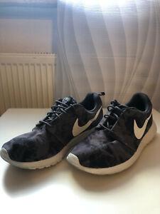 Schwarz Details Roshe Grau Herren 42 Nike Sneaker Schuhe zu Run wPk0On