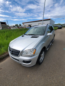 """Mercedes benz ML 350 2006  """"""""""""""""IT NEEDS TO BE FIXED"""""""""""""""""""""""