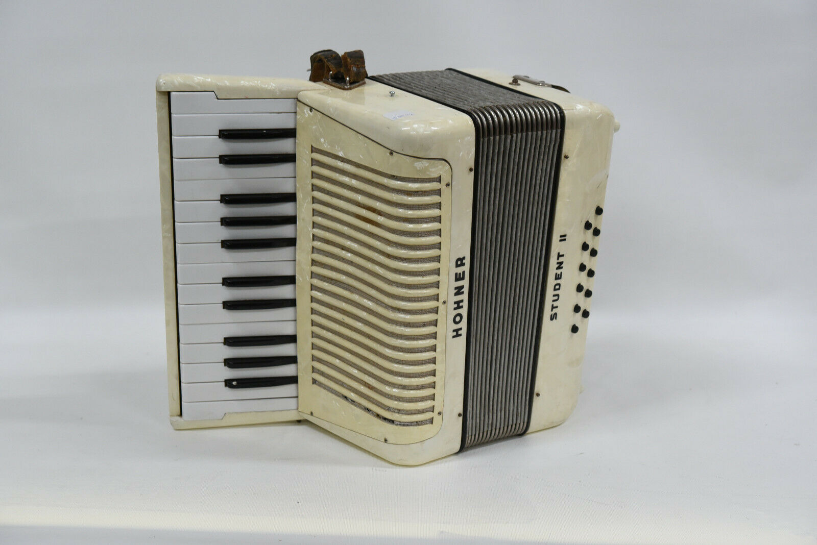 Hohner Student II (2) Vintage Piano Accordion - Pearl Weiß Colour