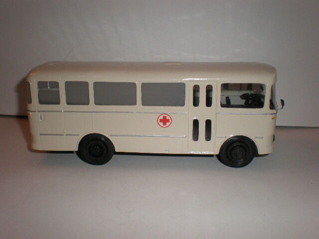 1 43 FRENCH AMBULANCE BUS BERLIET PAH     1950'S SALE  f424f4
