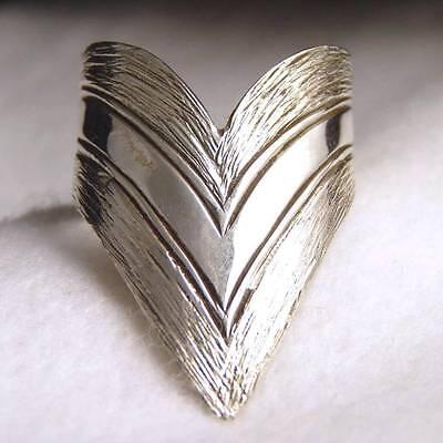 US 9 1/2 ~ 925 Stg Silver SilverSari Contemporary Arrow Heart Thumb/Finger Ring