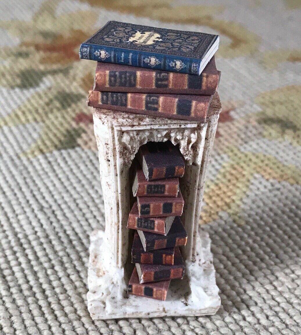 Pat Tyler Casa de Muñecas en Miniatura Pedestal Soporte de mesa con libros P833