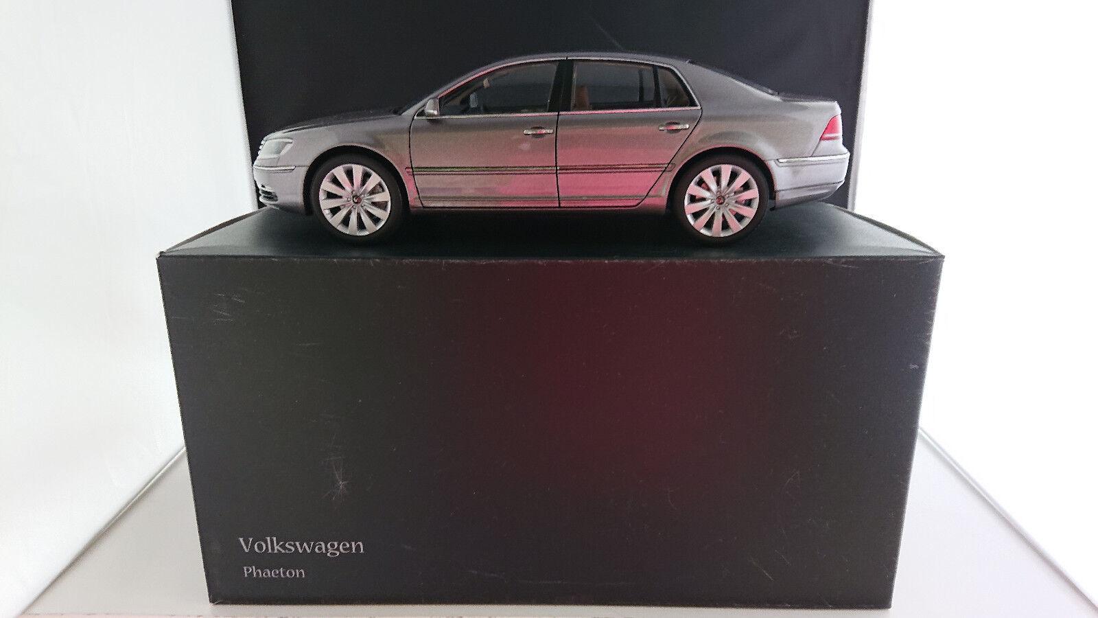 1:18 Kyosho VW Phaéton Facelift 2011 2011 2011 v6 gris clair neuf dans sa boîte | Larges Variétés  9597ad