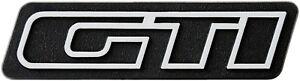 Auto-3D-Relief-Schild-GTi-Aufkleber-silbergrau-8-cm-original-1982-HR-Art-14894